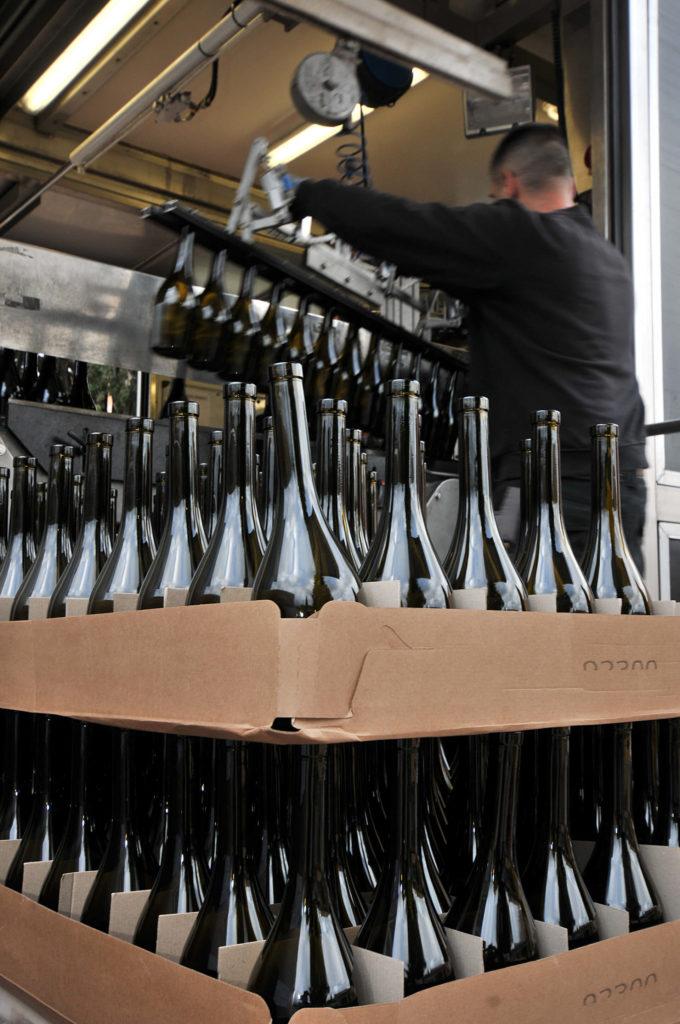mise en bouteille vin Réserve des Anges au Château Sainte Croix à Carcès (Var)